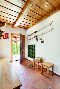 Chalupa v horských lukách Pergola, Cottage, Outdoor Structures, House Design, Cabin, Traditional, Inspiration, Home Decor, Rustic Floors