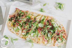 Flammkuchen & Vadelmatiramisu - tuorejuustoisia reseptejä No Bake Desserts, Vegetable Pizza, Baking, Vegetables, Food, Mudpie, Patisserie, Bakken, Hoods