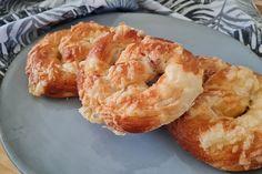Puha, sonkás-sajtos perec: a kelt tészta kacsazsírtól lesz omlós - Receptek | Sóbors Shrimp, Drink, Food, Beverage, Essen, Meals, Yemek, Eten, Drinking