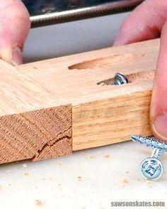 Now I know why my pocket holes always split I love making projects and building new DIY plans but the wood cracked every time I drove a pocket screw I thought there was s. Woodworking Jigsaw, Woodworking Patterns, Easy Woodworking Projects, Woodworking Projects Diy, Popular Woodworking, Woodworking Furniture, Diy Wood Projects, Woodworking Shop, Woodworking Plans
