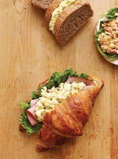 Ricardo's recipe : Egg and Ham Sandwiches Gourmet Sandwiches, Sandwich Bar, Party Sandwiches, Healthy Sandwiches, Wrap Sandwiches, Sandwich Recipes, Cas, Ricardo Recipe, Croissant Recipe