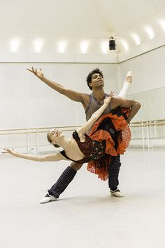 Marianela Nuñez and Carlos Acosta in rehearsals for Don Quixote © ROH / Johan Persson 2013