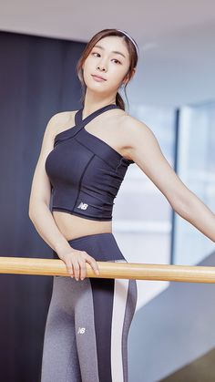 김연아 Yuna Kim New Balance Korea New Balance Korea, New Balance Outfit, Kim Yuna, Modelos Fitness, Fitness Wear Women, Tennis Fashion, Sporty Girls, Girls In Leggings, Korean Model