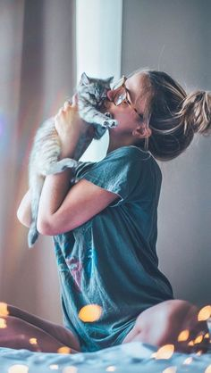 cat photography with owner ; cat photography tips Portrait Photography Poses, Tumblr Photography, Photo Poses, Creative Photography, Amazing Photography, Photography Ideas, Photography Aesthetic, Flower Photography, People Photography
