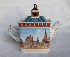 Russian Collection Sadler Teapot, Sadler Red Square Tea Pot, Historical Series Moscow Sadler England Teapot, 2 Cups Sadler Clock on Top Porcelain Dinnerware, Porcelain Ceramics, China Porcelain, Painted Porcelain, China Teapot, Limoges China, China Plates, Cute Teapot, China Tea Sets