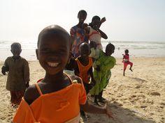 niños en la playa de San Luis