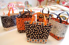 Tiny Totes - Super cute bags - would be great to do in different holiday fabrics