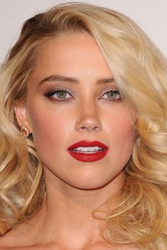 Amber Heard blonde with beautiful white teeth and red lips Amber Heard Cabelo, Amber Heard Hair, Amber Heard Makeup, Beautiful Celebrities, Beautiful Actresses, Gorgeous Women, Blonde Beauty, Hair Beauty, Amber Head