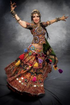 Gypsy People, Belly Art, Egypt Fashion, Tribal Skirts, Indian Classical Dance, Audrey Hepburn Style, Beauty Tips For Women, Figure Poses, Tribal Belly Dance
