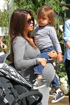Pregnant Kourtney Kardashian - Cutest Pregnant lady ever!