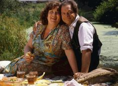 """""""Perfick"""" ---> Pam Ferris and David Jason in The Darling Buds of May, Absolutely loved this show. British Tv Comedies, British Comedy, British Actors, British History, Darling Buds Of May, David Jason, English Comedy, Best Television Series, Only Fools And Horses"""