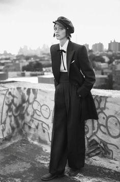 Sasha Pivovarova in Schiaparelli Haute Couture, by Glen Luchford///Vogue Paris November 2014 ♥⭐♥⭐♥ Sasha Pivovarova, Androgynous Women, Androgynous Fashion, Suit Fashion, Retro Fashion, Vintage Fashion, Estilo Tomboy, Image Mode, Foto Art