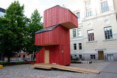 Ni será la primera ni la última vez que veamos una idea de casa diferente, prefabricada, que busca aprovechar el espacio y reducir gastos a la ho...
