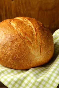 Does making bread sound like something you'd like to try? Try these simple, do-it-yourself breads to cut grocery costs and make your home smell like a bakery!