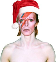 ⚡David Bowie⚡ Christmas..✩✫★ David Bowie Pictures, The Thin White Duke, True Gift, Major Tom, Merry Christmas Everyone, Ziggy Stardust, How To Show Love, Santa Hat, Put On
