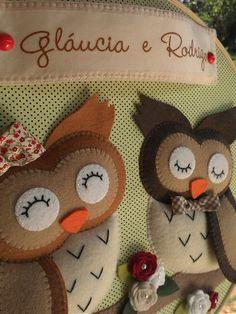 Quadro bastidor casal de corujas em feltro dos dizeres do casal.#bastidor #coruja