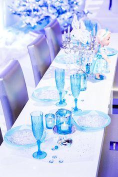 Frozen tafel aankleding voor een echt Frozen kinderfeest! http://www.mygreatestparty.com/cat/c1/partys/disney