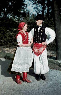 Traditional costumes from Egerbocs, Hungary. Egerbocsi népviselet. Fotó: Gönyey Sándor.