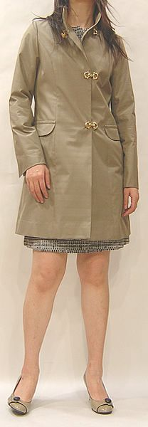 細身のハーフコート、Mina