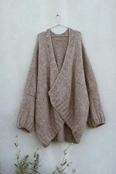 Hand knitting pattern for oversize alpaca drops cardigan Hug Boys Knitting Patterns Free, Love Knitting, Sweater Knitting Patterns, Hand Knitting, Knit Sweaters, Knitting Ideas, Oversized Knit Cardigan, Knit Cardigan Pattern, Long Cardigan