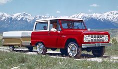 Introduced in the as a competitor to the Jeep CJ, the Bronco's utilitarian styling and practic. - Ford Motor Company Ford Bronco (First Generation) Classic Bronco, Classic Ford Broncos, Classic Trucks, Classic Cars, Ford Motor Company, Old Bronco, Early Bronco, White Bronco, Vintage Trailers