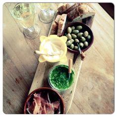 We love the weekend! #tapas #hapjes #weekend #wijn #genieten #food #foodie #foodies #foodporn #homemade #healthy #chicascooking