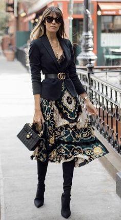 Black blazer and this beautiful skirt with over the knee boots is just perfect c… Schwarzer Blazer und dieser schöne. Mode Outfits, Office Outfits, Chic Outfits, Fashion Outfits, Skirt Outfits, Fashion Boots, Office Attire, Fashion Sandals, Dress Fashion
