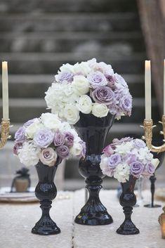 Vase Noir Design : Ides De Dcoration in feng shui architecture Lilac Wedding, Wedding Centerpieces, Wedding Table, Floral Wedding, Wedding Bouquets, Our Wedding, Wedding Flowers, Dream Wedding, Wedding Decorations