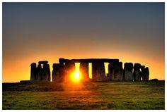 El solsticio de verano ha sido un momento de celebración y fiesta de las culturas que se remontan a la antigüedad y que se extiende por el día de hoy. Para aquellos de nosotros en el hemisferio nor… Wiccan Magic, Pagan, Summer Solstice, Stonehenge, Monument Valley, United Kingdom, Sunrise, Castle, England