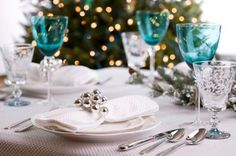 table setting for christmas