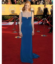 2012: Jessica Chastain wore a sleeveless blue Calvin Klein dress with a square neckline. Jessica is a gorgeous and brilliant actress! The dress is in a simple silhouette but looks fabulous! I love the blue color and the dress fits her perfectly.