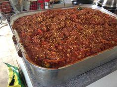Coupez les légumes en petit morceau. Mettre la viande dans une rôtissoire... Spagetti Sauce, Sauce Recipes, Cooking Recipes, Homemade Spaghetti, Cooking Spaghetti, Canadian Food, Pasta Sauces, Meat Sauce, Baked Beans
