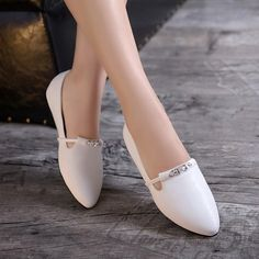 Pointed Toe Soft Leather Women Flat Shoes Toe Soft Leather Women Flat Shoes 4829 Women's Shoes Whether ballerinas, sneakers, high heel shoes or shoes - wonderful shoes are every woman'. Red Shoes Outfit, Cute Shoes Heels, Fancy Shoes, Sock Shoes, Women's Shoes, Pump Shoes, Me Too Shoes, Shoe Boots, Flat Shoes
