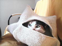 Toca para a gatinha Sassá, feita em crochê de barbante.