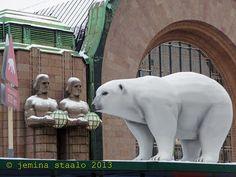 Veden vuosi 2013: Jääkarhuja Helsingin keskustassa osa 1 Helsinki, Polar Bear, Horror, Ice, Snow, Animals, Animales, Animaux, Animal Memes
