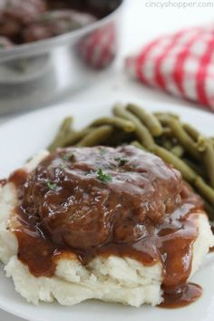 Simple Salisbury Steak - perfect weeknight recipe idea to serve the family. Add in some mashed potatoes and your favorite veggies for the ultimate comfort food beef recipes Beef Dishes, Food Dishes, Main Dishes, Meat Recipes, Healthy Recipes, Cooking Recipes, Recipies, Recipes Using Ham Steak, Easy Beef Recipes