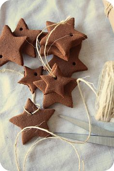 Cinnamon Ornaments DIY It would be great to make a LO hand outline in these. Also, some initials and other designs :-) Primitive Christmas, Rustic Christmas, Winter Christmas, All Things Christmas, Christmas Holidays, Primitive Ornaments, Primitive Decor, Primitive Stitchery, Cowboy Christmas
