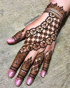 Latest Amazing Mehndi Designs For Parties Hello Guys! here you will see Latest Mehndi Designs with Amazing Patterns for your Hands and. Henna Hand Designs, Dulhan Mehndi Designs, Arabian Mehndi Design, Modern Henna Designs, Mehndi Designs Finger, Mehndi Designs For Girls, Mehndi Design Pictures, Wedding Mehndi Designs, Beautiful Henna Designs