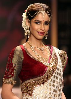 South Indian Bridal White And Red Sarees Google Search Indian Bridal Sarees Bengali Saree
