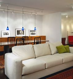 Recuerda equilibrar el diseño de interiores de tu hogar con textiles, tapicerías y objetos decorativos como plantas, velas, etc. Un ambiente decorado en una sola tonalidad puede resultar plano y sin personalidad, así que no dejes de arriesgarte a poner un poco de color. http://www.soymanitas.com/fotos-trucos-ganar-luz-casa