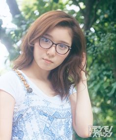 Trendy how to look cute with glasses girls 26 ideas Canvas Mobile, Couple Poses Reference, Pimple Scars, Foto Portrait, Model Face, Cute Cuts, How To Wear Scarves, Girls With Glasses, Asia Girl
