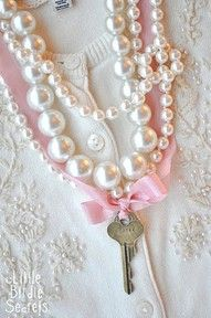 Jewelry Making: The Key To My Heart Necklace Tutorial Do It Yourself Jewelry, Antique Keys, Necklace Tutorial, Pearl And Lace, Key Necklace, Ribbon Necklace, Key To My Heart, Look Vintage, Scrappy Quilts