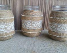Articles similaires à 3 toile de jute et dentelle mason pots - décoration, décoration de mariage, vases de style country, décor unique sur Etsy