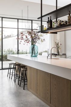 A well opinion out ergonomic kitchen is designed around both the homes occupant and the mode they use the kitchen. A design that fits around their precise movements and requiment is essential. Modern Kitchen Design, Interior Design Kitchen, Modern Interior Design, Interior Architecture, Home Decor Kitchen, New Kitchen, Kitchen Walls, Kitchen Ideas, Kitchen Cabinets