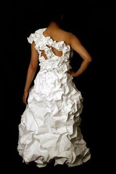 El vestido flor de papel reciclado