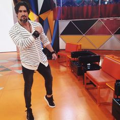 #HomemdeEstilo E aí meninos vocês gostam do estilo do Marcos Mion (@marcosmion)?! Os looks sempre tem pegada street + sportwear e o foco são sempre em acessórios! Gostam!? ●● #GBlovers #GBinspira #ThatsHOT