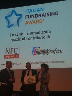 Festival del fundraising Andrea Costa e Valeria Vitali durante la premiazione. #Retedeldono