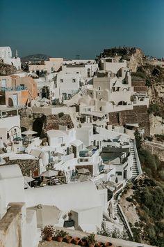 intimate-wedding-santorini-fanarivillas_21 Santorini Hotels, Santorini Wedding, Mykonos, Beautiful Couple, Beautiful Pictures, Big Kiss, White Building, Samos, Things Happen