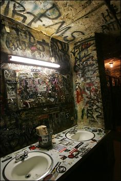graffiti bathroom CBGB club new york. // graffiti bathroom ---- there wasn't one place in the whole club that wasn't covered with band stickers, band names, obscenities, more stickers, more graffiti. Collage Kunst, Boutique Deco, Grunge Photography, Street Art Graffiti, Graffiti Artists, Aesthetic Grunge, Photo Wall, Photos, Pictures