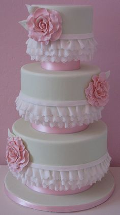 those ruffles----didn't do the whole cake but practiced on the ruffles. Cute part of a Girlie cake !